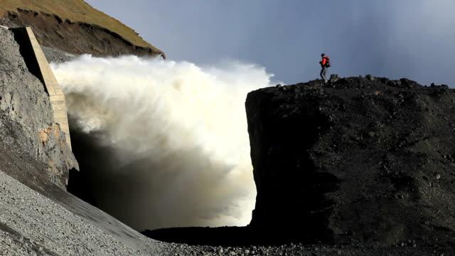 karahnjukar dam and halslon reservoir - fuel and power generation stock-videos und b-roll-filmmaterial