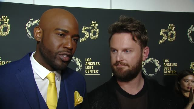 "vídeos de stock, filmes e b-roll de karamo brown and bobby berk at los angeles lgbt center celebrates 50th anniversary with ""hearts of gold"" concert & multimedia extravaganza at the... - karamo brown"