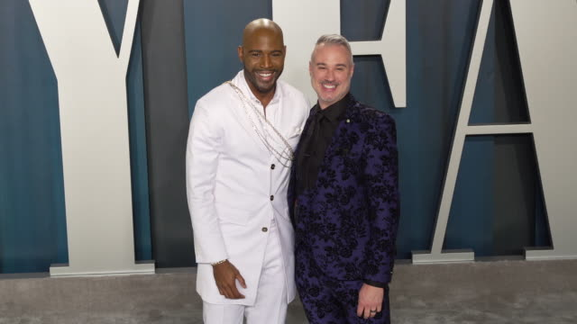 vídeos de stock, filmes e b-roll de karamo brown and ian jordan at 2020 vanity fair oscar party hosted by radhika jones at wallis annenberg center for the performing arts on february... - karamo brown