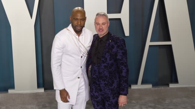 vídeos de stock, filmes e b-roll de karamo brown and ian jordan at vanity fair oscar party at wallis annenberg center for the performing arts on february 09, 2020 in beverly hills,... - karamo brown