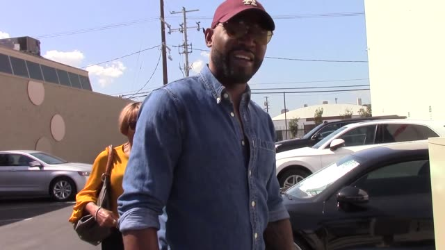 vídeos de stock, filmes e b-roll de karamo brown arrives at the dwts rehearsal studio in hollywood in celebrity sightings in los angeles, - karamo brown