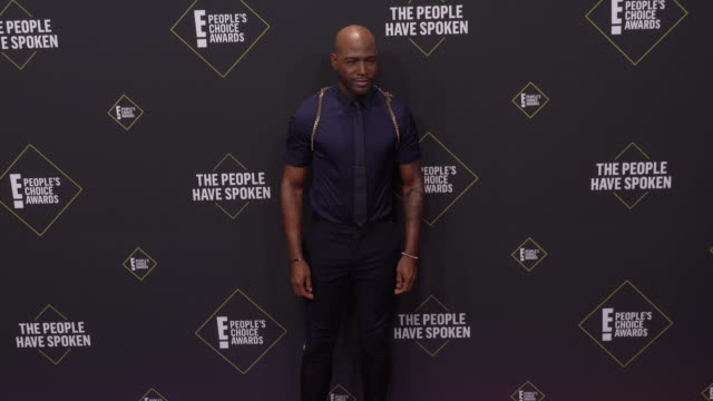 vídeos de stock, filmes e b-roll de karamo brown at the 2019 e! people's choice awards at barker hangar on november 10, 2019 in santa monica, california. - karamo brown