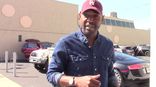 vídeos de stock, filmes e b-roll de karamo brown in celebrity sightings in los angeles on - karamo brown