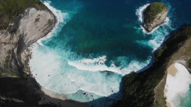 karang dawa bucht, kelingking strand. - küste stock-videos und b-roll-filmmaterial