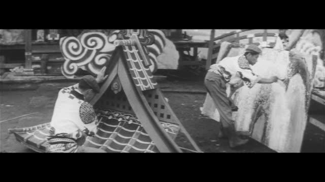 karasuyama's yama-age festival/preparing for the yama-age festival in karasuyama, sticking karasuyama washi to bamboo stalks, transport cut off,... - papier stock videos & royalty-free footage