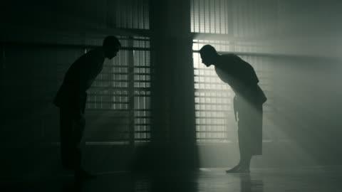 stockvideo's en b-roll-footage met karate - salueren