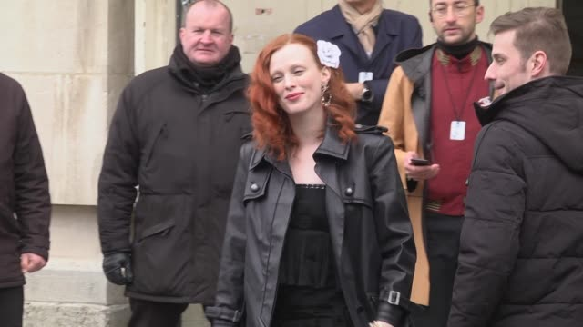 karen elson attends the chanel show as part of the paris fashion week womenswear fall/winter 2019/2020 on march 5 2019 in paris france - avvistamenti vip video stock e b–roll