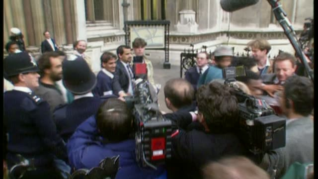 alan charlton conviction to go to court of appeal over police 'oppressive handling' of key witnesses bsp101292017 / tx court of appeal ext tony paris... - スクラム点の映像素材/bロール