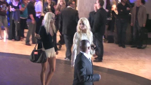 vídeos y material grabado en eventos de stock de karissa shannon kristina shannon at hotel london in west hollywood at the celebrity sightings in los angeles at los angeles ca - west hollywood