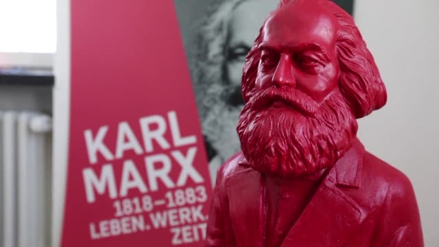 stockvideo's en b-roll-footage met karl marx has never been wildly celebrated in his birthplace trier and plans to mark the 200th anniversary of the revolutionary thinker have... - geboren in