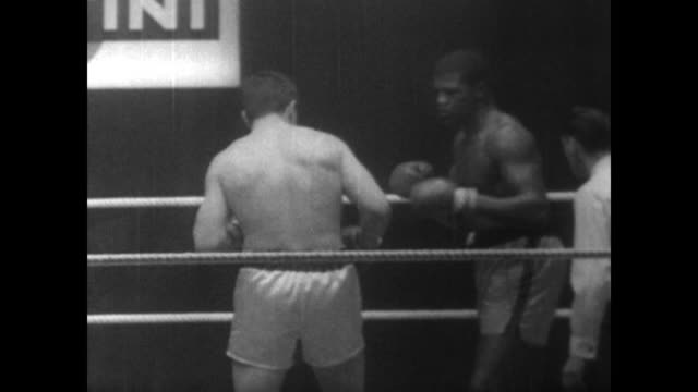 karl mildenberger and amos lincoln fight in boxing ring in frankfurt germany / mildenberger dominates the fight forcing the referee to do three eight... - boxing heavyweight stock videos & royalty-free footage