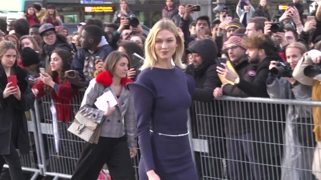karlie kloss attends the louis vuitton show as part of the paris fashion week womenswear fall/winter 2019/2020 on march 5 2019 in paris france - avvistamenti vip video stock e b–roll
