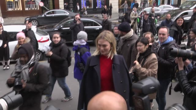 karlie kloss attends the stella mccartney show as part of the paris fashion week womenswear fall/winter 2019/2020 on march 4 2019 in paris france - avvistamenti vip video stock e b–roll
