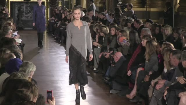 karlie kloss cara delevingne models and designer stella mccartney on the runway for the stella mccartney fashion show during the parisian fashion... - stella mccartney marchio di design video stock e b–roll
