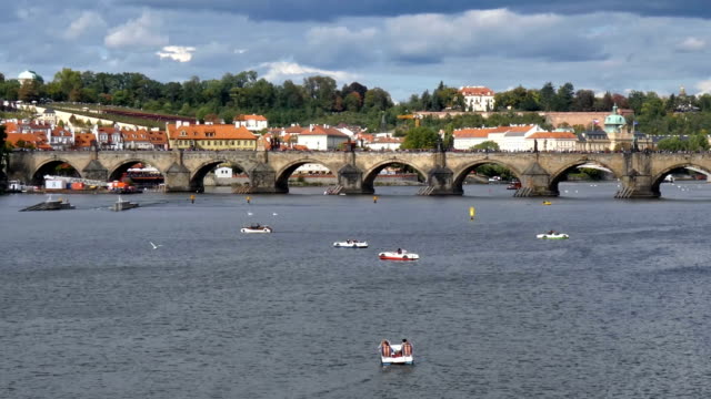 karlsbrücke - stare mesto点の映像素材/bロール