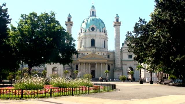 ウィーンのカールス教会 - カールスプラッツ点の映像素材/bロール