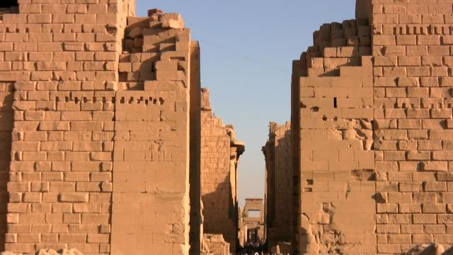 karnak tempel in luxor - temples of karnak stock videos & royalty-free footage