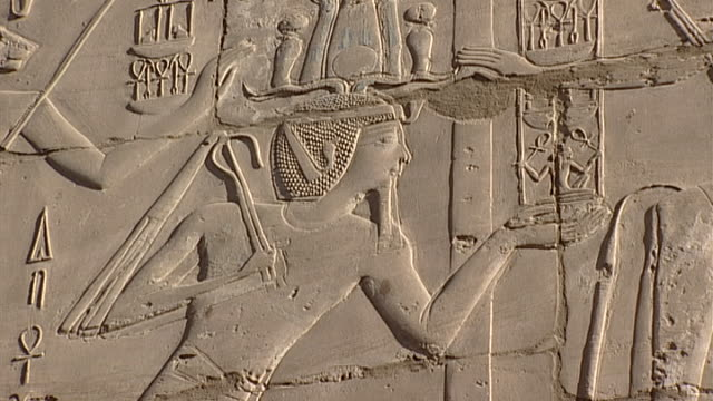 karnak temple complex zoomout bas relief of the goddess sekhmet with pharaoh - temples of karnak stock videos & royalty-free footage