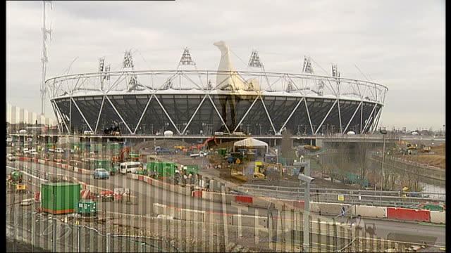 karren brady criticises tottenham hotspur plans for olympic stadium t01101046 club logo and golden cockerel on white hart lane stadium stratford... - カレン ブラディ点の映像素材/bロール