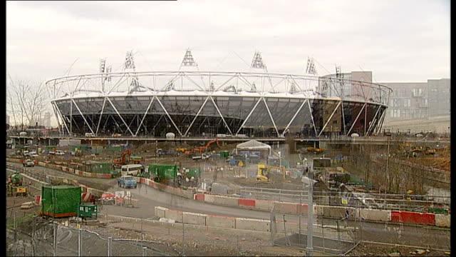 karren brady criticises tottenham hotspur plans for olympic stadium 2112011 stratford general view of stadium olympic stadium seen across river lea... - カレン ブラディ点の映像素材/bロール
