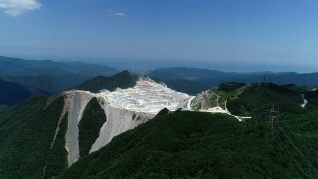 karst topography of baekbongnyeong pass, jeongseon county, gangwon province, south korea - 石灰岩点の映像素材/bロール