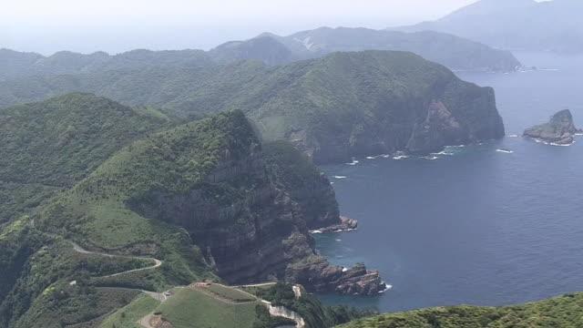 vidéos et rushes de aerial, kashima cliff, koshikishima islands, kagoshima, japan - strate géologique
