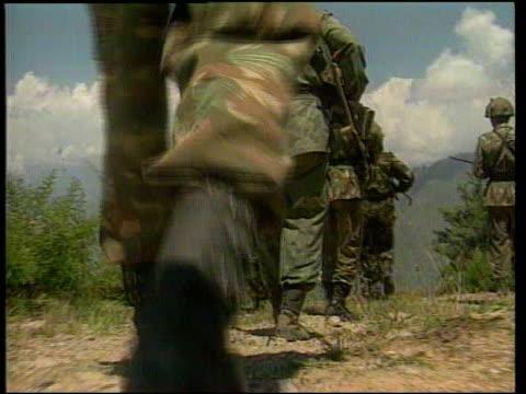 kashmir: srinaga: cbv indian soldiers away on patrol pull out cf = b0237624 or b0278180 20.03.27 to 20.05.24 mix/fx pab = b0204298 - pakistan stock videos & royalty-free footage