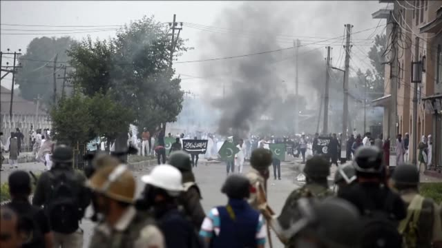 Kashmiri protestors clash with Indian government forces after Eid prayers in downtown Srinagar