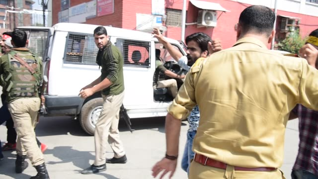 kashmiri shia muslim mourners shout pro freedom and religious slogans as they were detained after they took out 8th muharram procession in srinagar... - jammu e kashmir video stock e b–roll