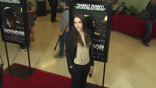 vídeos de stock, filmes e b-roll de kat dennings at the 'defendor' premiere at los angeles ca - defendor