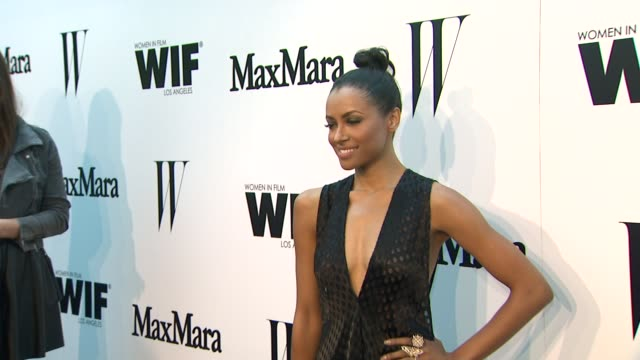 vídeos de stock e filmes b-roll de kat graham at the max mara and w magazine cocktail party to honor the women in film max mara face of the future award recipient, rose byrne at... - rose byrne