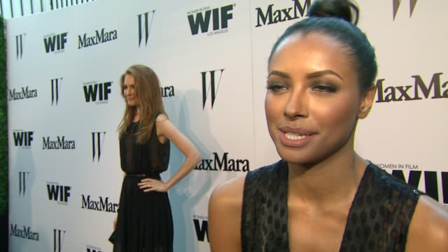 vídeos de stock e filmes b-roll de kat graham on what brings her out, supporting women in film & max mara at the max mara and w magazine cocktail party to honor the women in film max... - rose byrne