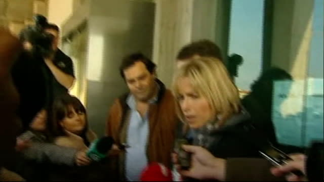 kate and gerry mccann in court to fight libel case against detective; kate mccann and gerry mccann along from court kate mccann speaking to press sot... - missing people stock videos & royalty-free footage