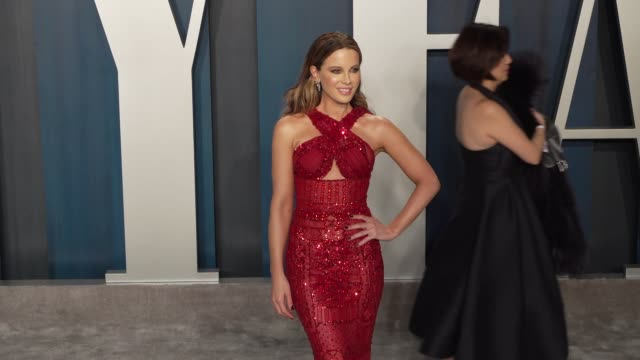 kate beckinsale at vanity fair oscar party at wallis annenberg center for the performing arts on february 09 2020 in beverly hills california - vanity fair oscarparty stock-videos und b-roll-filmmaterial