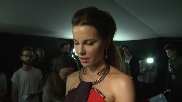 interview kate beckinsale on her character filming and stephen fry on may 24 2016 in london england - stephen fry stock videos & royalty-free footage