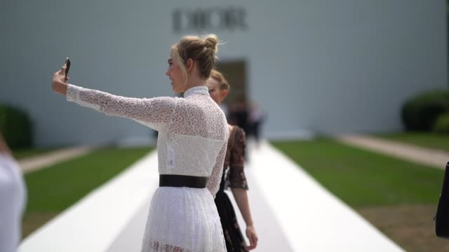 kate bosworth and karlie kloss take a selfie after the dior show during paris fashion week haute couture fall winter 2018/2019 on july 2 2018 in... - kate bosworth stock-videos und b-roll-filmmaterial