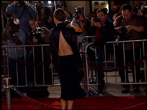 kate bosworth at the '8 mile' premiere on november 6 2002 - kate bosworth stock-videos und b-roll-filmmaterial