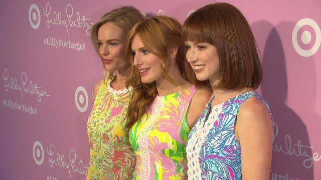 vídeos de stock, filmes e b-roll de kate bosworth, bella thorne and ellie kemper at the lilly pulitzer for target event at bryant park grill on april 15, 2015 in new york city. - ellie kemper