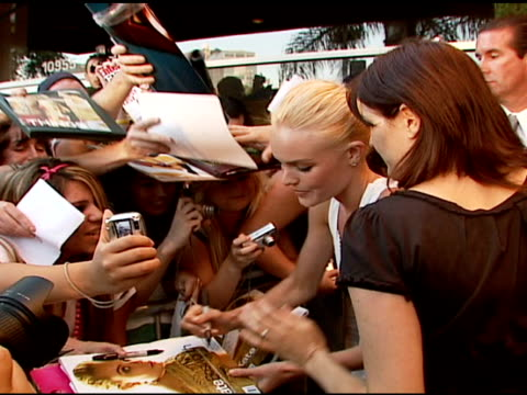 kate bosworth with fans at the 'superman returns' premiere at the mann village theatre in westwood california on june 21 2006 - kate bosworth stock-videos und b-roll-filmmaterial