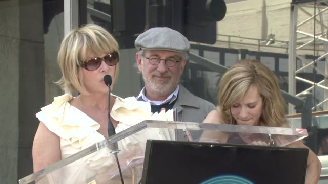 vidéos et rushes de kate capshaw steven spielberg and holly hunter at the dedication of holly hunter's star at the hollywood walk of fame in hollywood california on may... - holly hunter