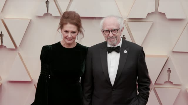 kate fahy and jonathan pryce at the 92nd annual academy awards at dolby theatre on february 09, 2020 in hollywood, california. - ジョナサン・プライス点の映像素材/bロール