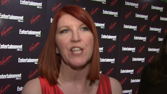 kate flannery talks about being out tonight, her hopes that laverne and shirley or the cast of happy days will show up, how great it is to work with... - ensemblemitglied stock-videos und b-roll-filmmaterial
