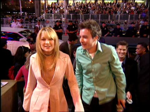 kate hudson and jimmy fallon arriving to the 2000 mtv video music awards red carpet - 2000 stock videos & royalty-free footage