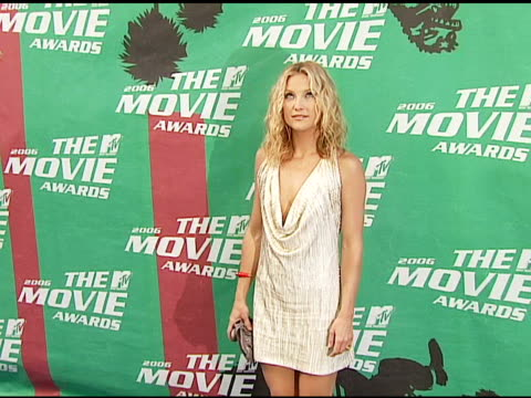 kate hudson at the 2006 mtv movie awards red carpet at sony pictures studios in culver city california on june 3 2006 - kate hudson stock videos & royalty-free footage