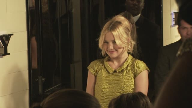 kate hudson at the burberry beverly hills store re-opening at los angeles ca. - beverly hills点の映像素材/bロール