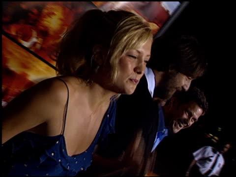 vídeos y material grabado en eventos de stock de kate hudson at the premiere of 'the four feathers' on september 17, 2002. - kate hudson