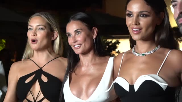 vídeos de stock e filmes b-roll de kate hudson, demi moore and eiza gonzález attend the celebration of women in cinema gala hosted by the red sea film festival during the 78th venice... - film festival