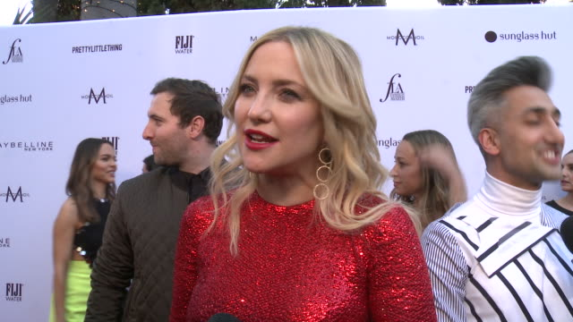 stockvideo's en b-roll-footage met interview kate hudson on what it means to be honored by daily front row talks about being recognized for fabletics being able to work highlight other... - 2019