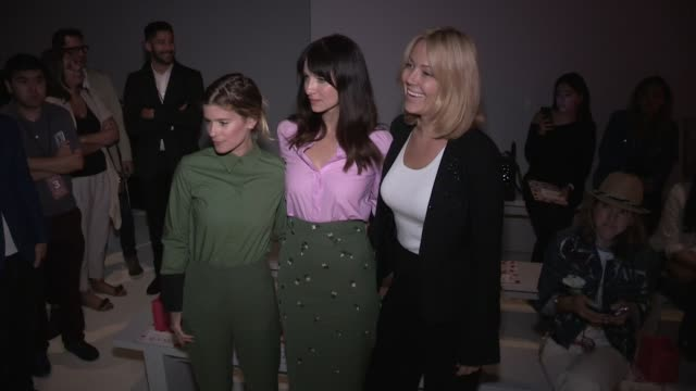 kate mara and more front row for the noon by noor ready to wear spring summer 2018 fashion show in new york city thursday september 7th 2017 new york... - 木曜日点の映像素材/bロール