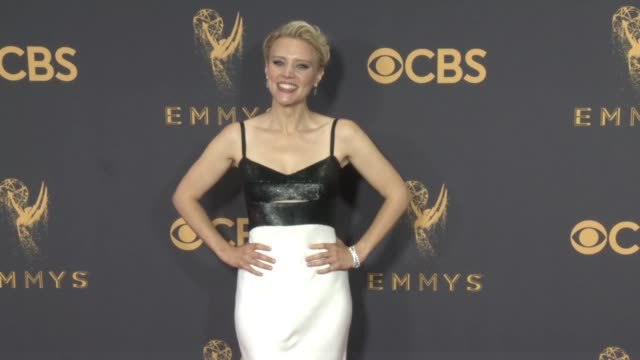 kate mckinnon at the 69th annual primetime emmy awards at microsoft theater on september 17, 2017 in los angeles, california. - annual primetime emmy awards stock-videos und b-roll-filmmaterial